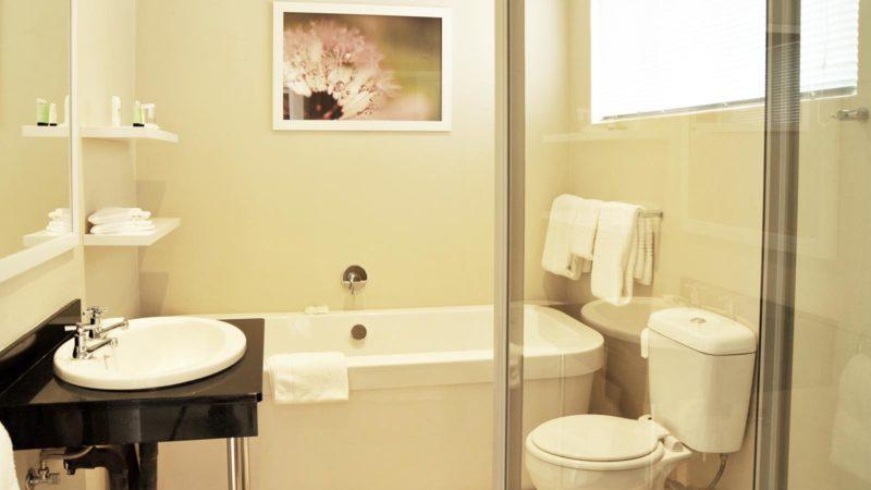 Cresta Sprayview Hotel Conference Bathroom